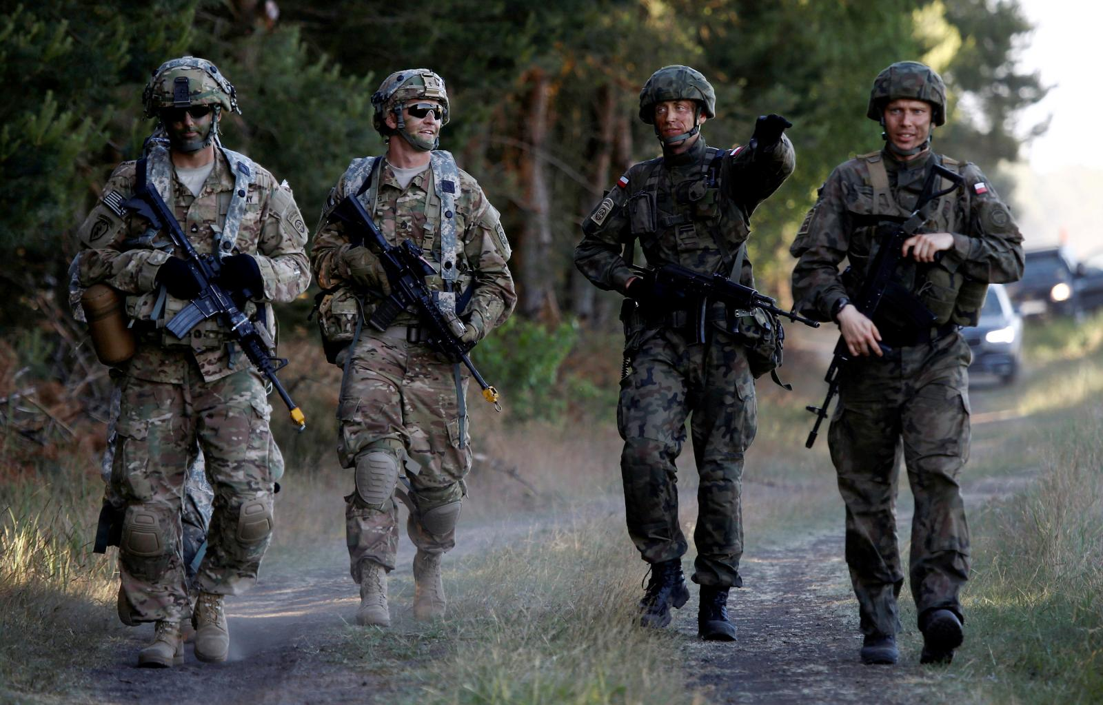 Polish and U.S. Soliders training together